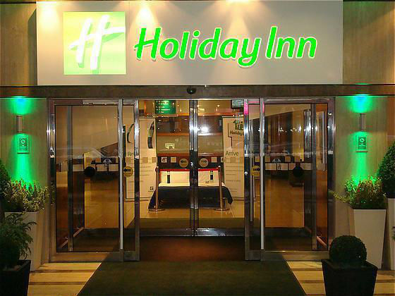 holiday-inn-entrance