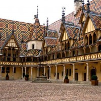 courtyard-hospice-beaune