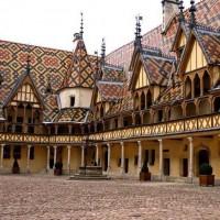 courtyard-hospice-beaune