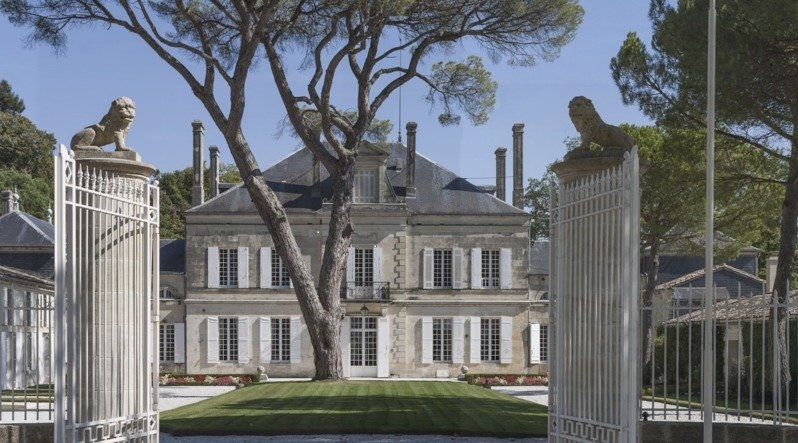 chateau batailley courtyard