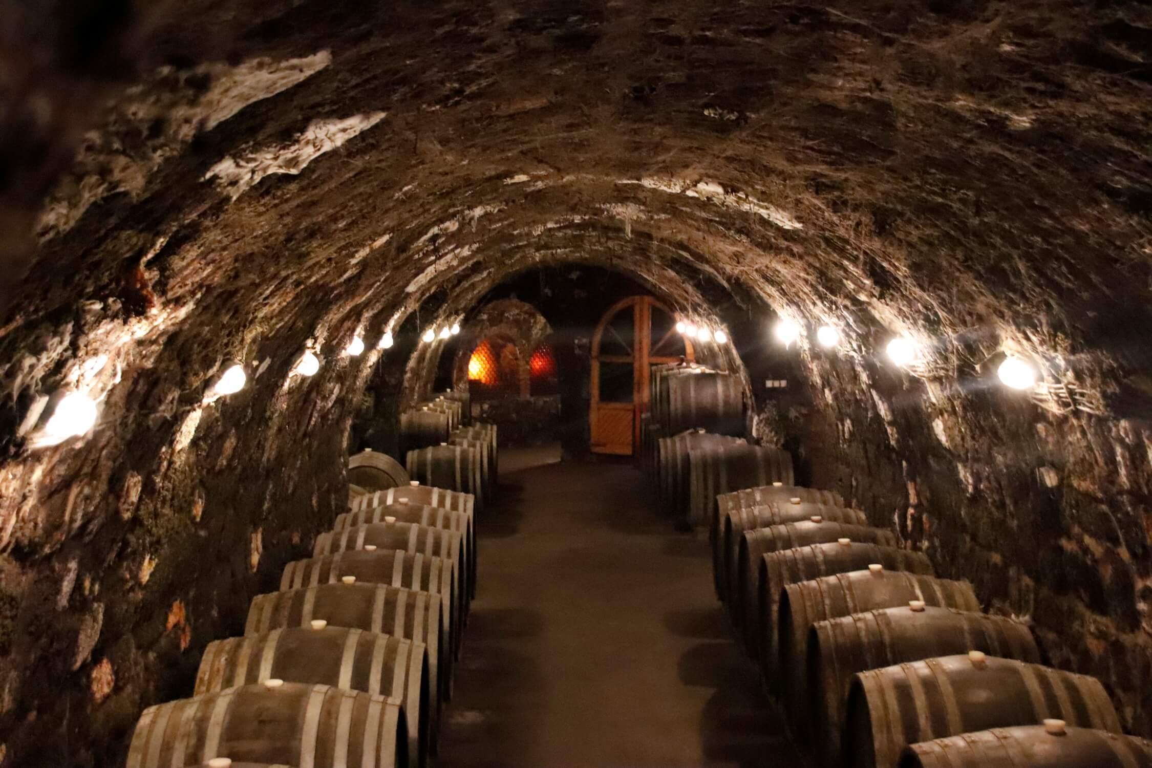 tokaji_ageing_cellar